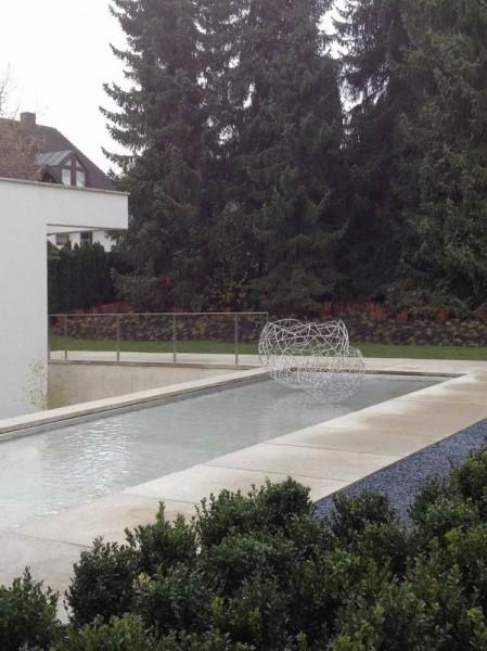 Zwei Schalenskulpturen für ein Wasserbecken in München