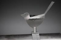 Edelstahl Vogel für ein Entwässerungs Rohr