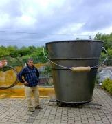 2 Meter großer Eimer für das neue Mullewapp Land im Zoo Hannover