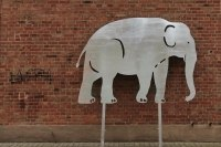 3 Meter breiter Elefant aus feuerverzinktem Stahl
