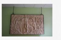 Halterung und Deckenabhängung für ein 200 kg schweres Elefantenrelief aus Sandstein