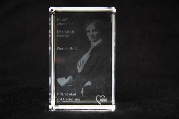 Die AWO verleiht die zweite Elise-Bartels Medaille an Werner Buß