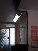 Wandschutz, Eckschutz, Kantenschutz, Rammschutz aus Stahl am Empfangstresen einer Rechtsanwaltskanzlei
