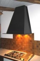 Stahlesse, Dunstabzugshaube aus schwarz verzundertem Stahl