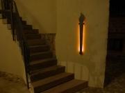 Stilvoll weist die LED-Fackel dem Besucher den Weg nach oben.