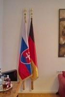 Flaggen, Fahnen und Fahnenhalter