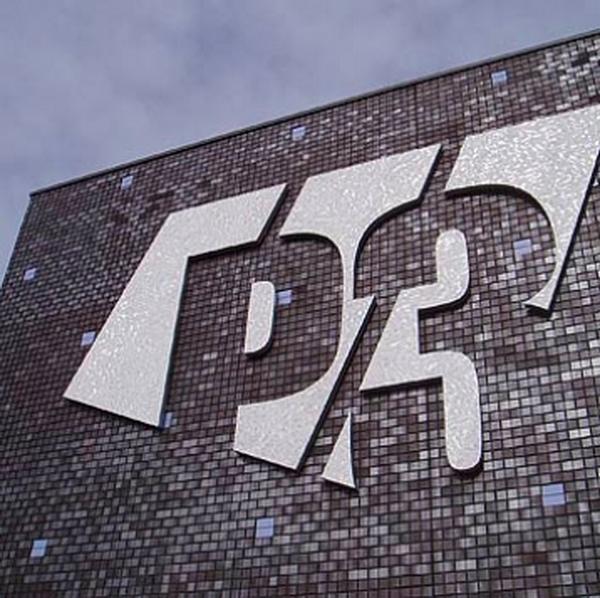 Fassaden Logo aus Edelstahl geschnitten