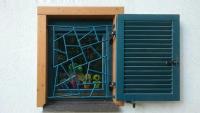 Fenstergitter aus Rundstahl feuerverzinkt und lackiert