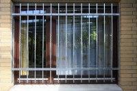Fenstergitter mit teilweise tordierten Gitterstäben