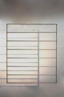 Fenstergitter aus einem Flachstahlrahmen mit waagerechter Füllung aus 16 mm Rund