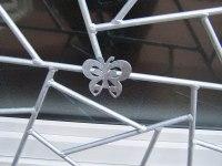 Gitter mit einem Schmetterling in Füllung