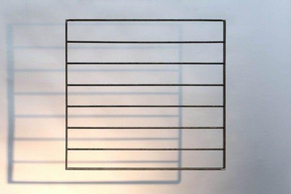Fenstergitter mit einem Flachstahl Rahmen mit waagerechter Füllung aus 12 mm Rundstahl