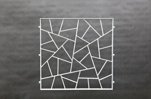 Quadratisches Fenstergitter mit Schmitzstruktur
