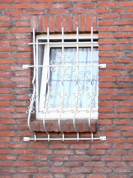Fenstergitter geschmiedet und feuerverzinkt