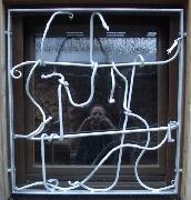 Geschmiedetes Fenstergitter für ein Kellerfenster mit Fabelwesen