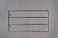 Stabiles Fenstergitter aus feuer verzinktem Flachstahl und Rundeisen