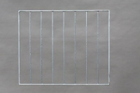 Fenstergitter aus 30 x 10 mm feuerverzinktem Flachstahl