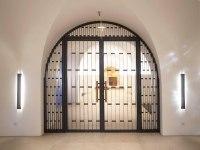 Rundbogen Tür für die Krypta der Basilika St. Clemens in Hannover