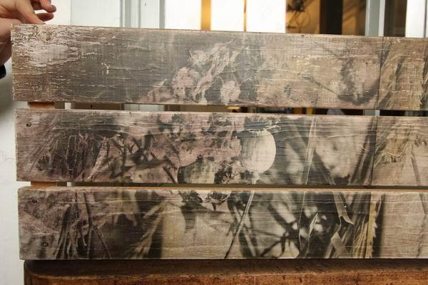 Fotobelichtung auf einem Holzbrett