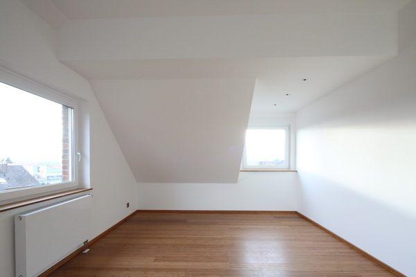 g stezimmer unter dem dach. Black Bedroom Furniture Sets. Home Design Ideas