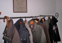 Rustikale Garderobe mit einem geschmiedetem Abschluß