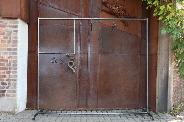 2 2 meter breite garderobe mit einem bereich f r rollstuhlfahrer. Black Bedroom Furniture Sets. Home Design Ideas