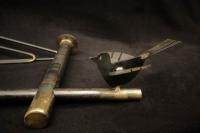 Rustikale Stahlgarderobe mit Vogel