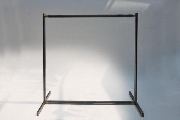 Garderobe aus Edelstahl oder verzundertem Stahl