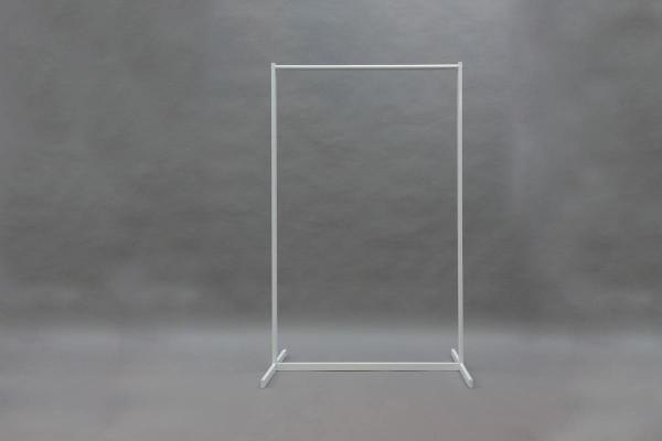 geschraubte Garderobe mit weißer Pulverbeschichtung