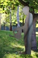 Gartenskulptur: Mann mit Gießkanne