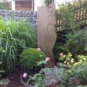"""Akt"" Gartenskulptur aus rostigem Stahl"