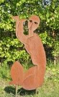 Skulptur einer knienden Frau aus 3 mm rostigem Stahlblech