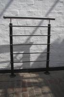 Geländermodell aus verzundertem Stahl mit einem Edelstahlhandlauf