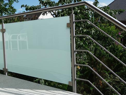 terrassengel nder aus edelstahl und satiniertem glas. Black Bedroom Furniture Sets. Home Design Ideas