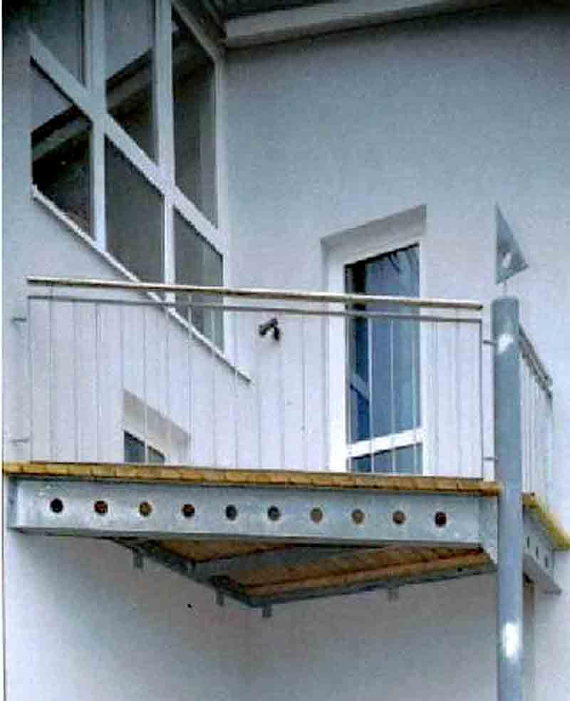Balkongel nder pfosten verzinkt kreative ideen f r for Wohndesign peter sandriesser gmbh