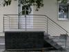 Edelstahl Geländer für Aussentreppe mit Relingstäben und einem Knoten im Geländer