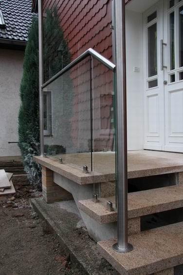 gel nder aus edelstahl mit vordach aus glas. Black Bedroom Furniture Sets. Home Design Ideas
