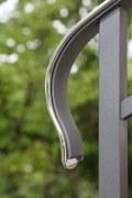Ein Schmuckstück. Geländer mit hochglanz verchromten Bronzehandlauf