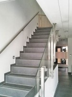 Edelstahl Glas Treppengeländer nach einem Kundenentwurf gefertigt