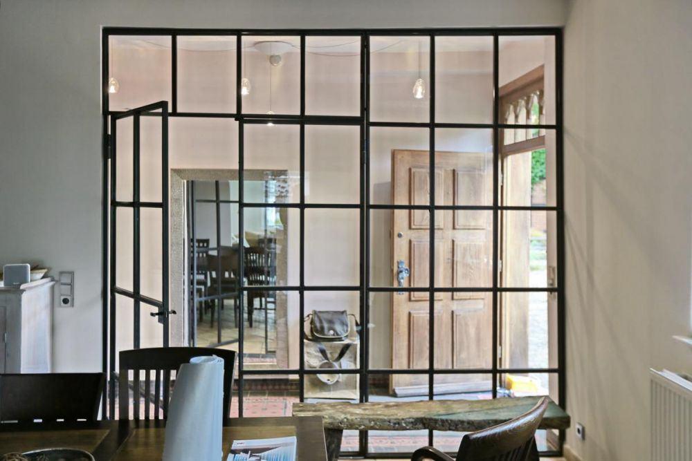 wie fr her glastrennwand im industrie look. Black Bedroom Furniture Sets. Home Design Ideas