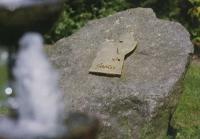 Grabzeichen für einen Vogel