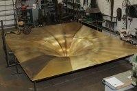 Es geht weiter, der riesige Grammophon Trichter nimmt Form an