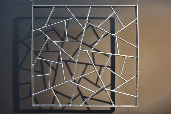 """Fenstergitter aus feuerverzinktem Stahl mit """"Schmitzstruktur"""""""