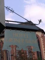 historischer Ausleger mit nachgerüsteter LED Beleuchtung für das Hotel Grüner Baum in Würzburg