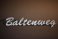 Schriftzug Baltenweg aus Edelstahl