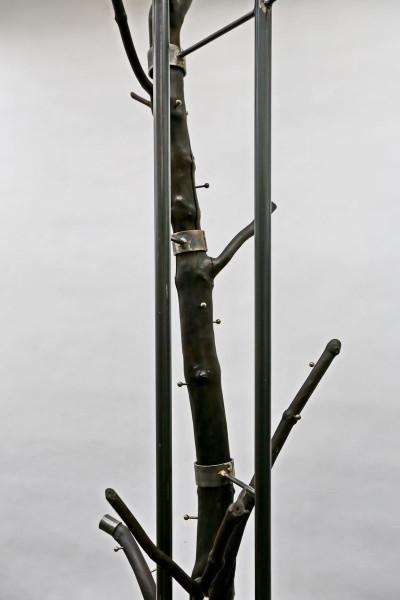 Baumskulptur aus einem Holunderstamm