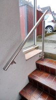 Treppengeländer aus Edelstahl für eine Kellertreppe