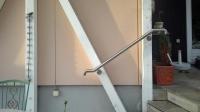 Handlauf für eine kleine Treppe aus Edelstahl