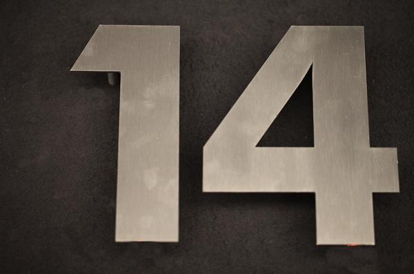 Wirkungsvolle Hausnummer aus Edelstahl mit LED´s hinterleuchtet