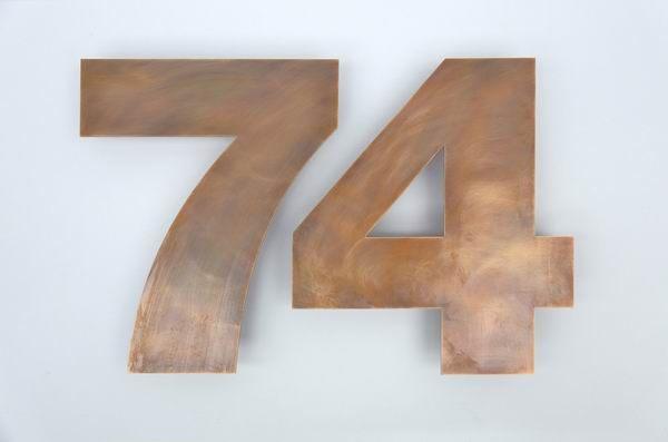Wasserstrahl geschnittenen Hausnummer 74 aus Tombak